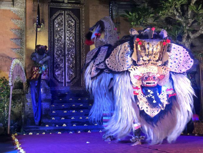 獅子舞のような聖獣バロン
