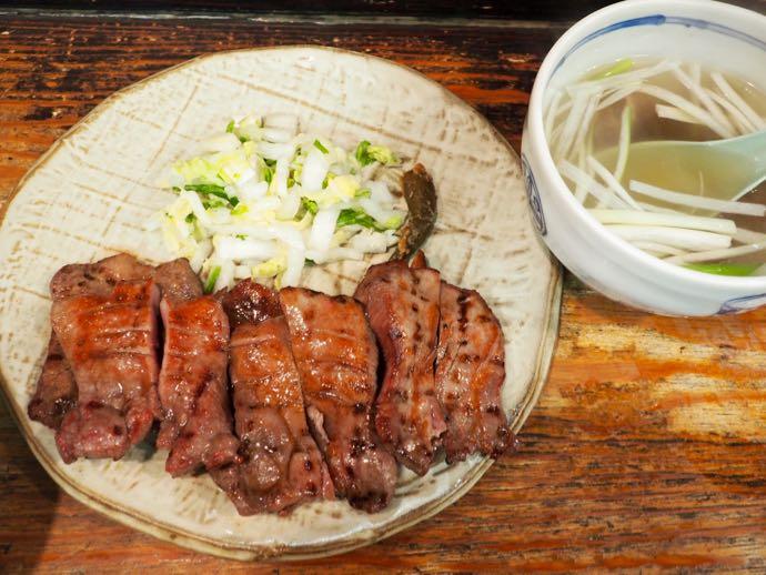 仙台名物の牛タン定食