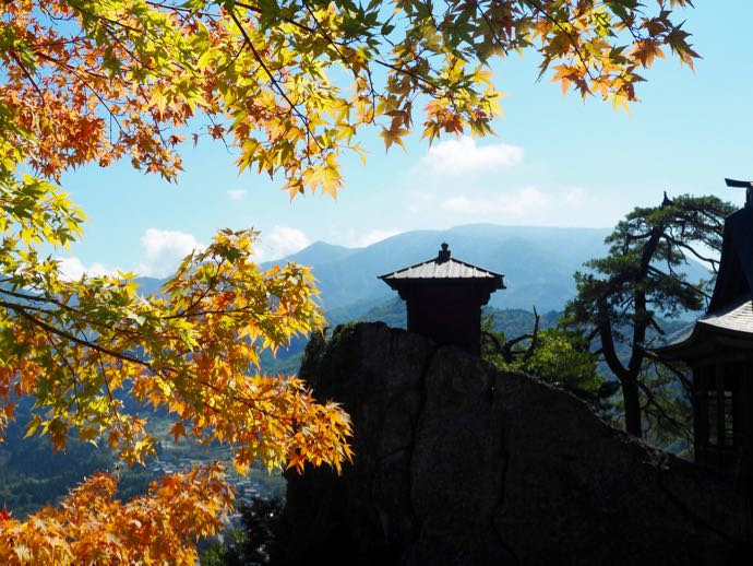 立石寺と紅葉