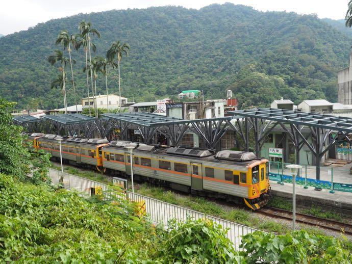 内湾のローカル鉄道