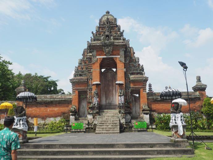 タマンアユン寺院の正面入り口