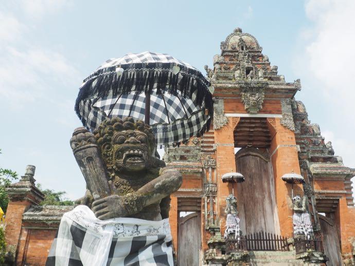 タマン・アユン寺院の像