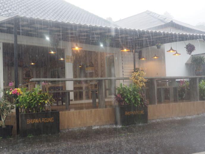 ジャティルウィのライステラス前のレストラン