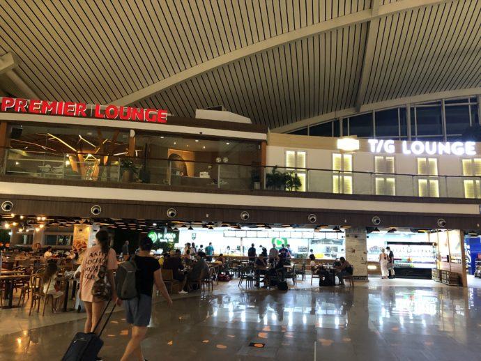 DPS空港のフロア