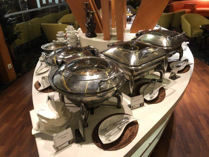 軽食台が5つ並ぶ