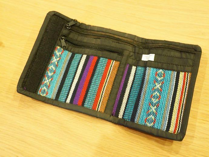 派手な柄の財布
