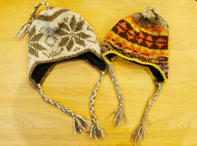 手編みのニット帽子
