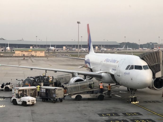 整備中のネパール航空の機体