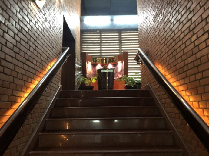 ラウンジへの階段