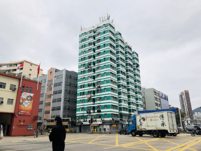 緑色のマンション