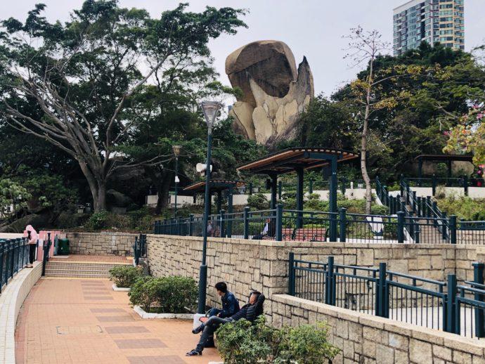 海心公園の魚尾石