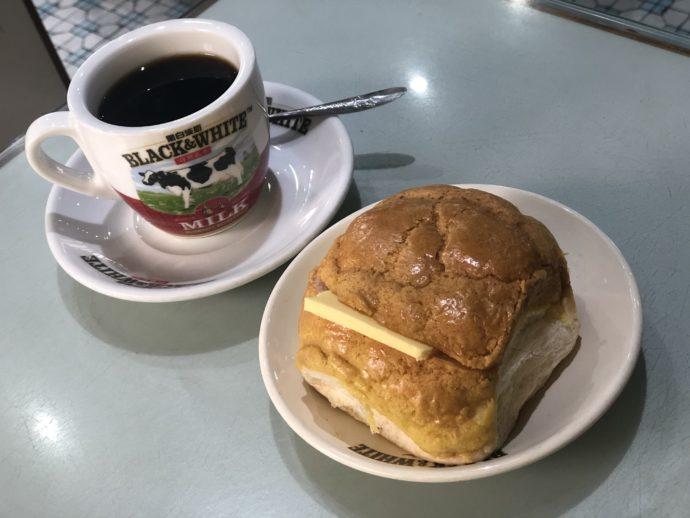 パイナップルバンとコーヒー