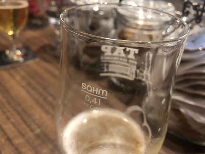 計量線の明示されたグラス