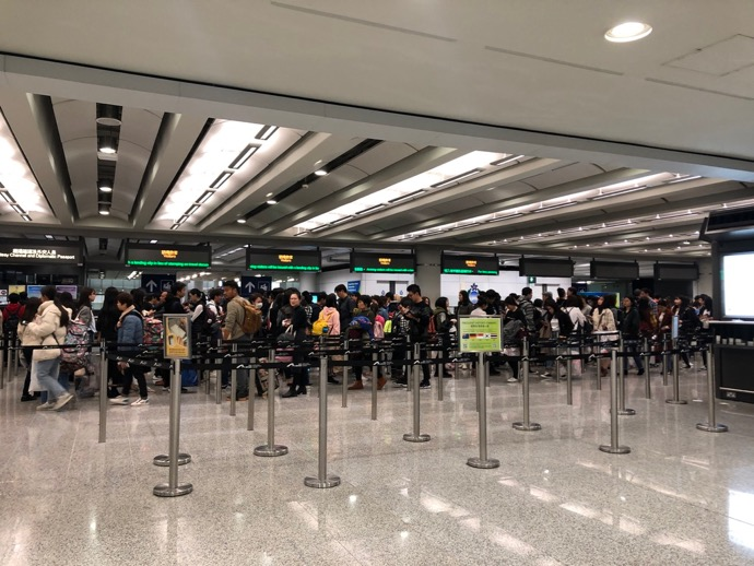 大混雑の香港国際空港