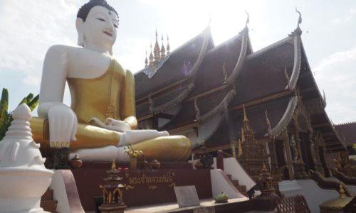 チェンマイの巨大な仏