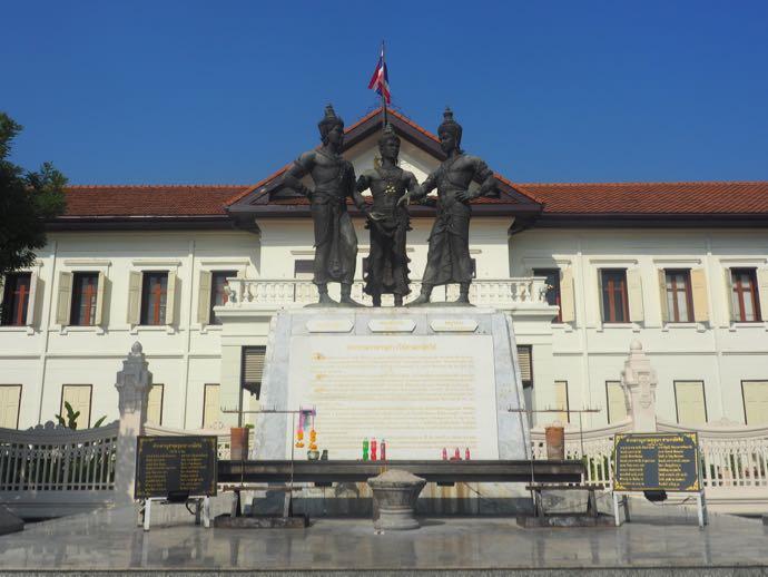 三人の王様記念碑