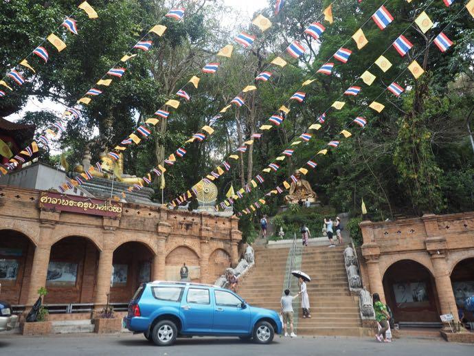 ドイステープ寺院の入り口