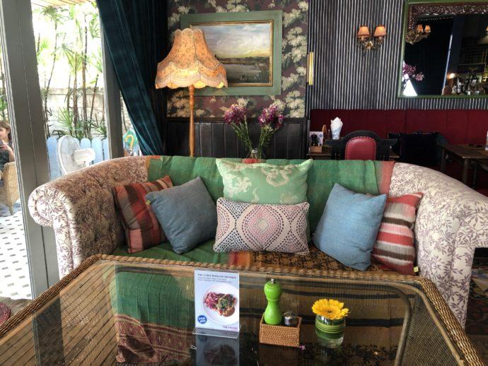 GINGERカフェのソファ