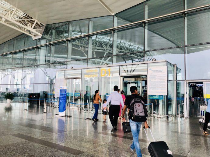 ノイバイ国際空港のゲート