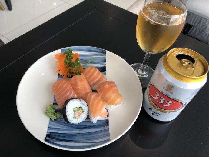 ラウンジで寿司