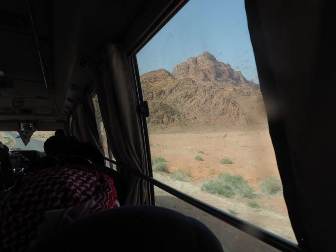 車窓から見える雄大な景色