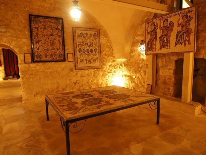 ラテン修道院の地下博物館のモザイク