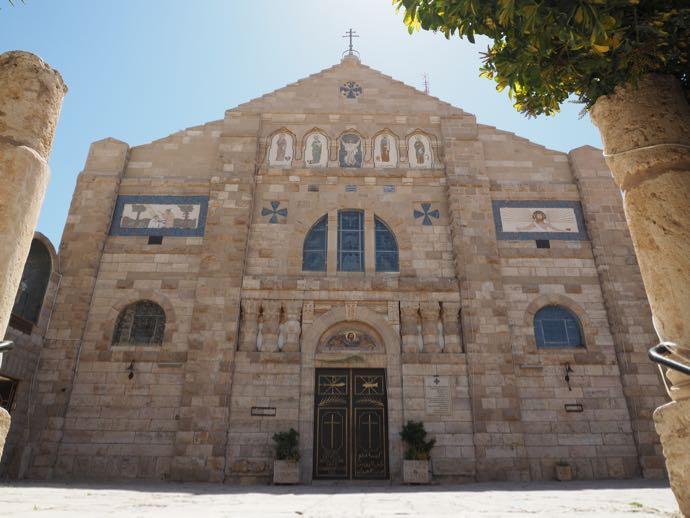 ラテン修道院の美しいファサード