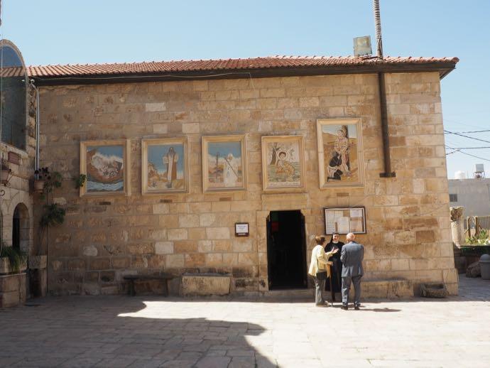 ラテン修道院の広場