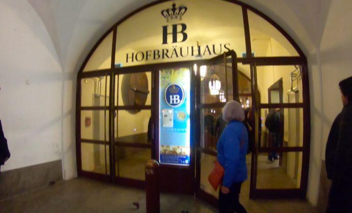 ホフブロイハウスの入り口