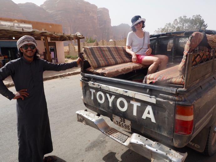 4WDに乗り込んでツアーに出発