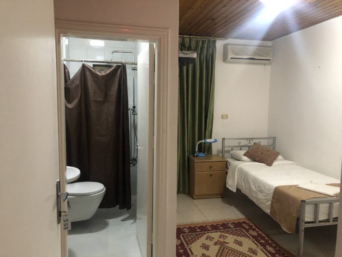 マダバの安ホテル