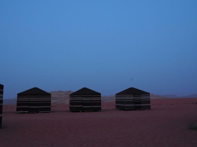明け方のキャンプサイト
