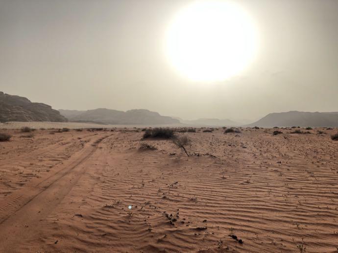 砂漠の太陽