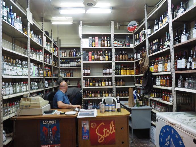 アンマンの酒屋の店内
