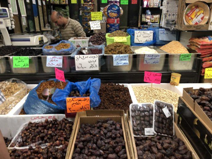 スーパーの香辛料売り場