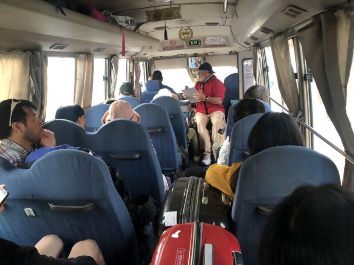 ワディラム行きバスの車内