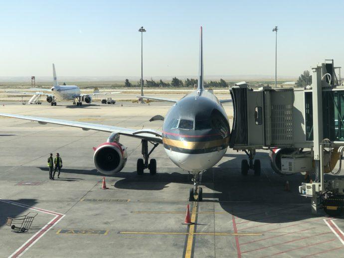 ロイヤルヨルダン航空の黒いボディ