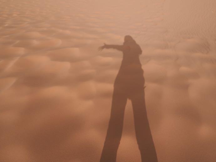 砂丘にうつる影