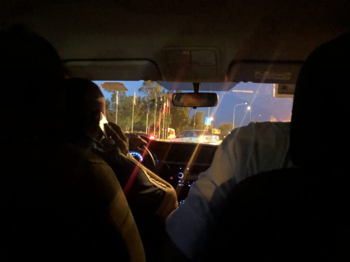 視界からのタクシー