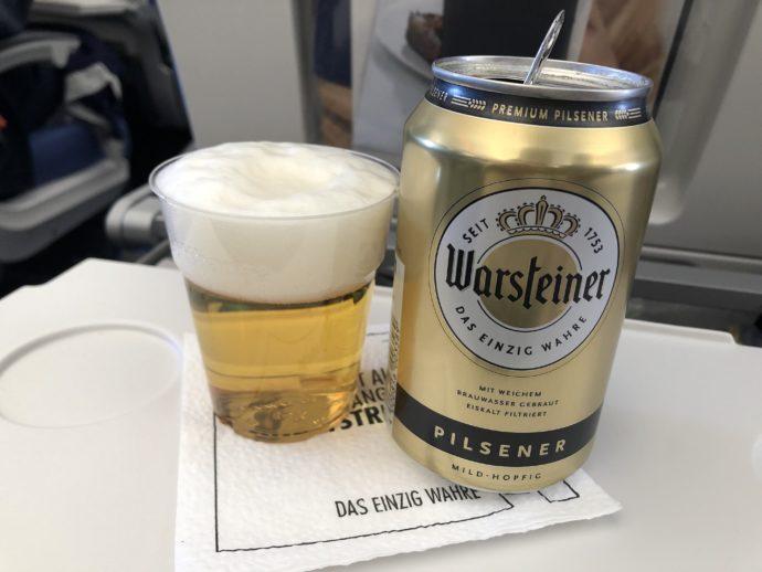 飛行機でビール