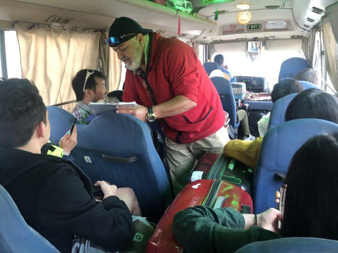 ワディラム行きのバス