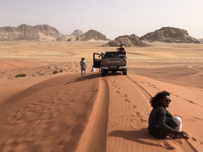 紅い砂丘で小休止