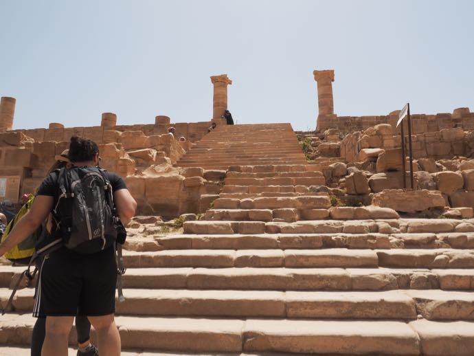 大神殿の広い階段