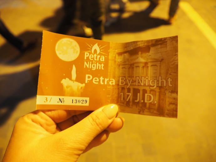 ペトラ・バイ・ナイトの入場券