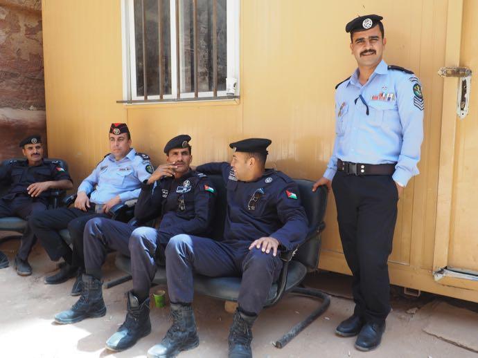 勤務中の警察官