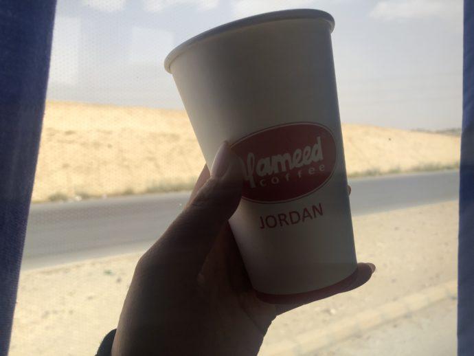 バス内で販売されているコーヒー