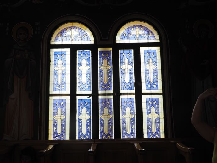 ギリシャ正教会のブルーのステンドグラス