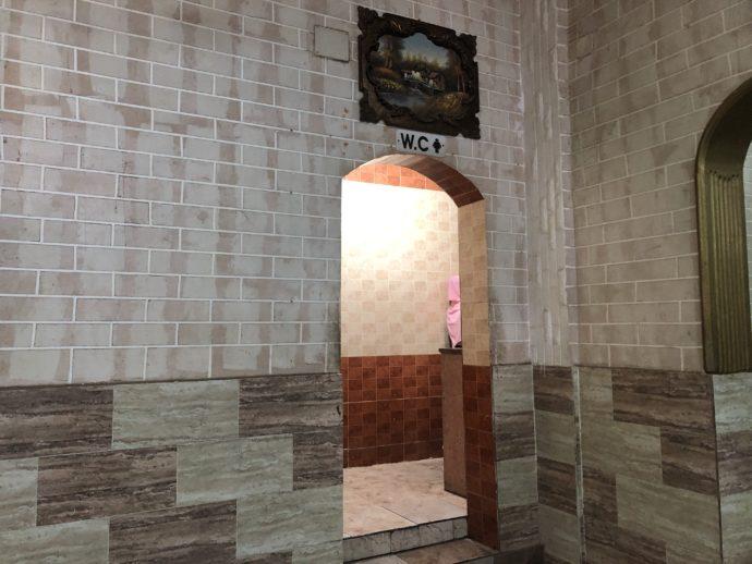 サービスエリアの女性トイレ