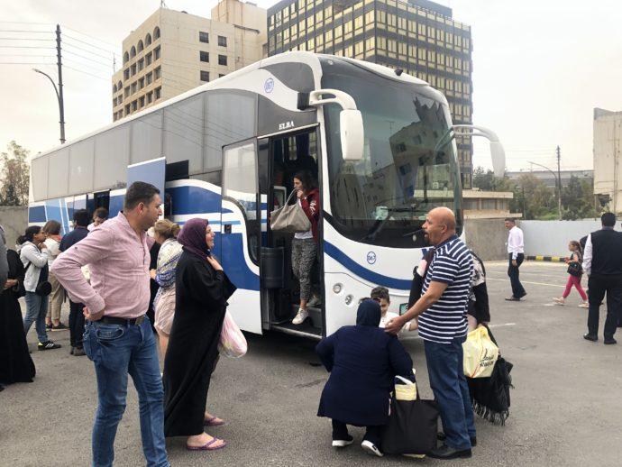 アブダリに到着したバス
