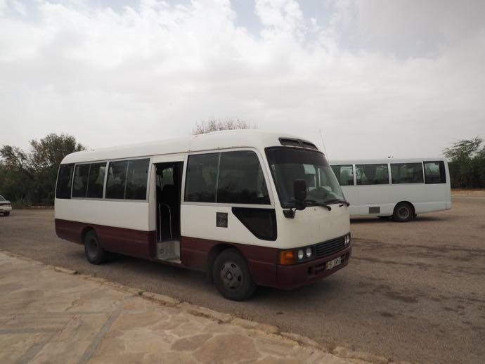 待機中のシャトルバス